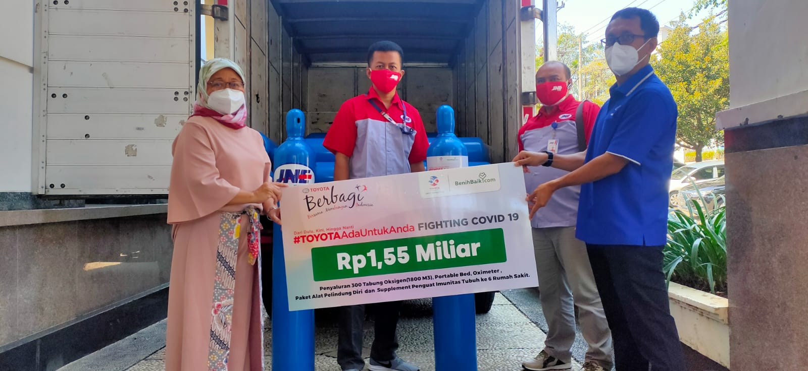 Toyota Donasi 300 Tabung Oksigen dan 10.800 Sarana Penanggulangan Covid-19