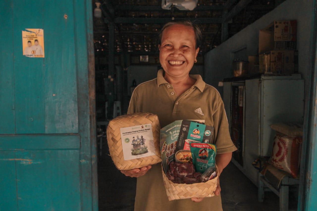 Kecap Bango Berdonasi Paket Daging Kurban Senilai Rp899 Juta di Delapan Provinsi